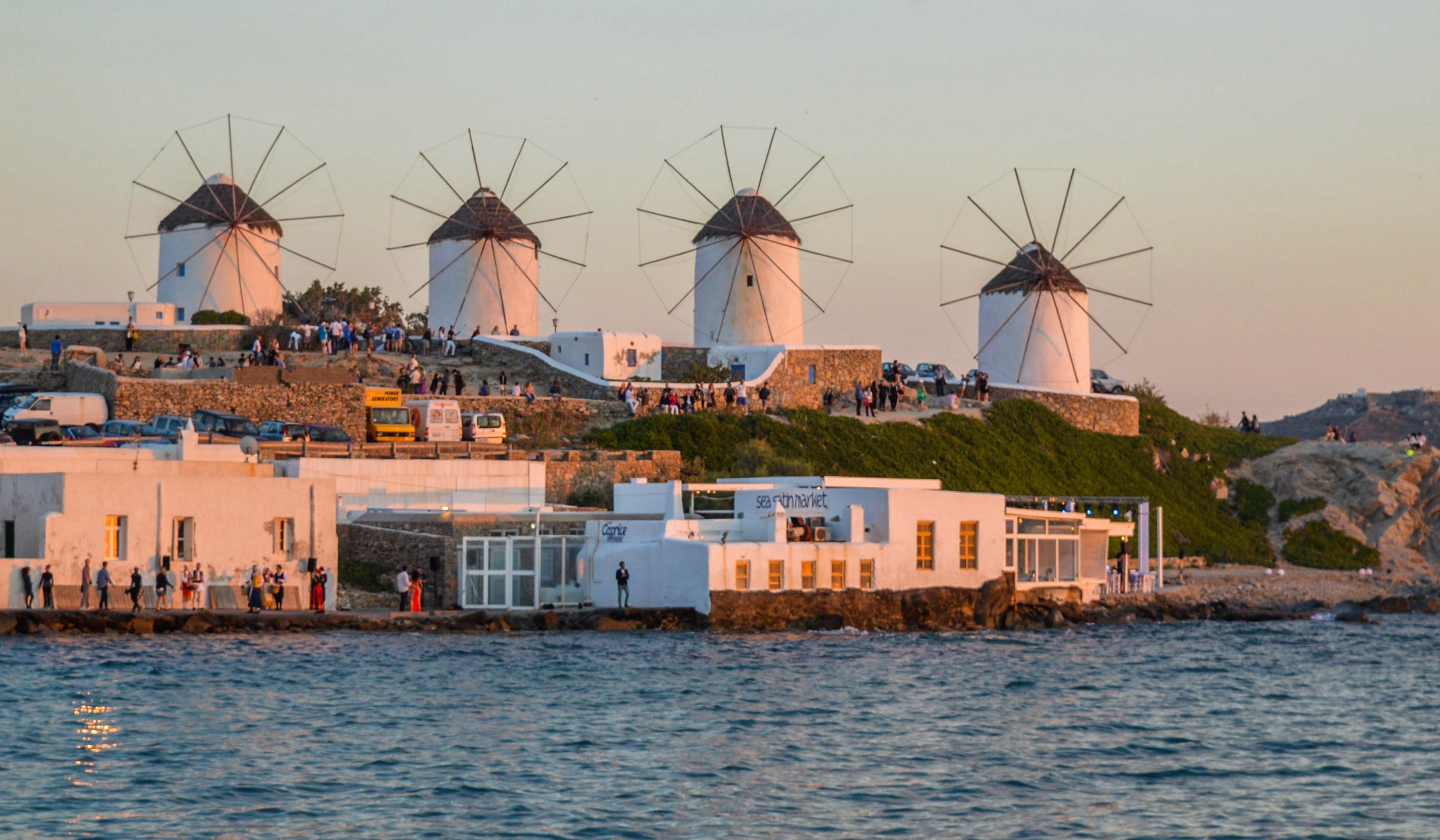 Windmühlen in Mykonos bei Sonnenuntergang